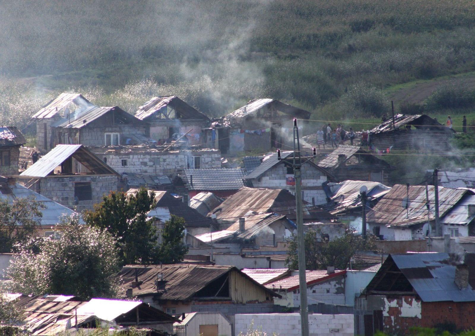 Pandémia poukázala na systémové nedostatky a dôležitosť koordinácie pri riešení situácie Rómov